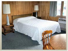 Oneida_Village_Inn_room1